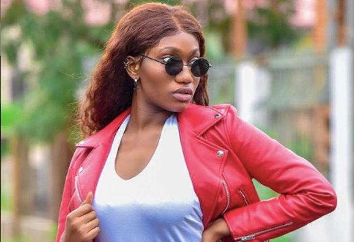 Video: Wendy Shay removes her dress live on Tv to prove she's not ...
