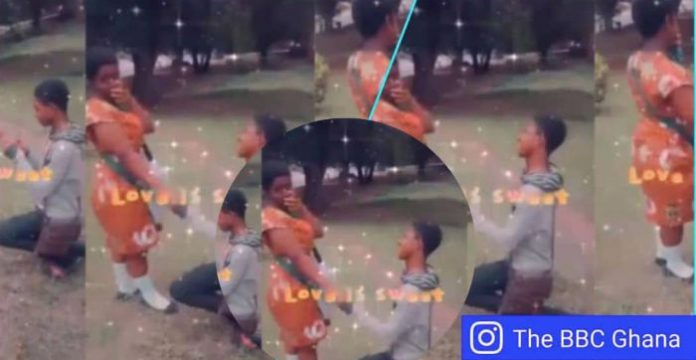 JHS boy proposes to his girlfriend